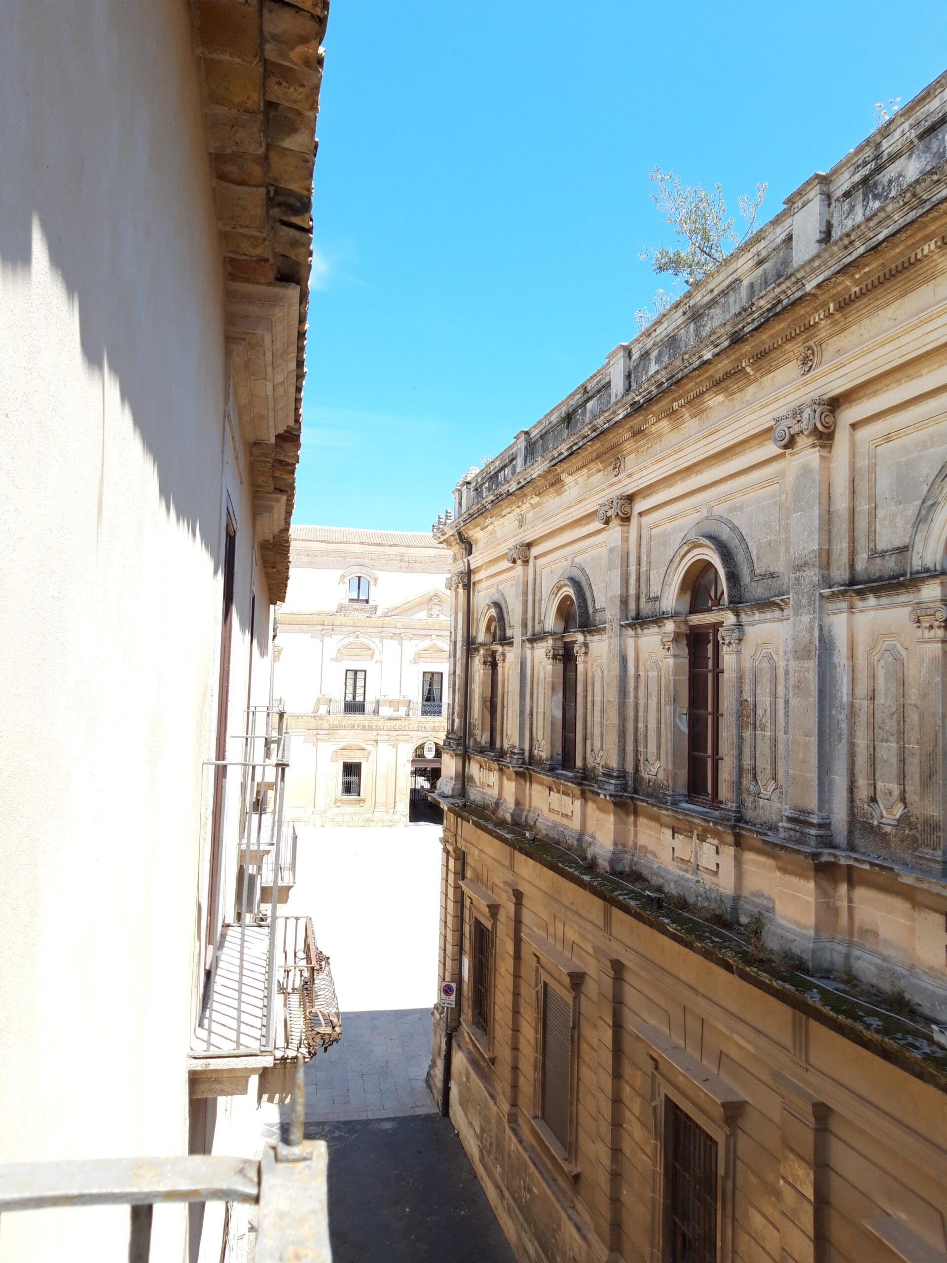 Piccolo bivani adiacenze piazza del Duomo -Ortigia- Rif. 803